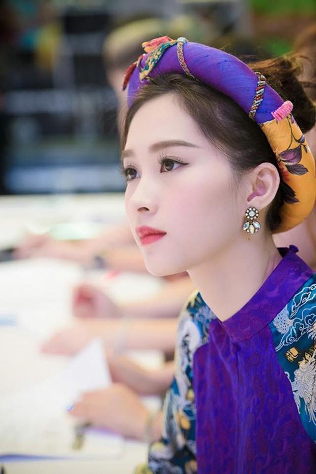 Những khoảnh khắc bị chụp lén của sao Việt: Lau mồ hôi, nhắm tịt mắt vẫn đẹp xuất thần - Ảnh 6.