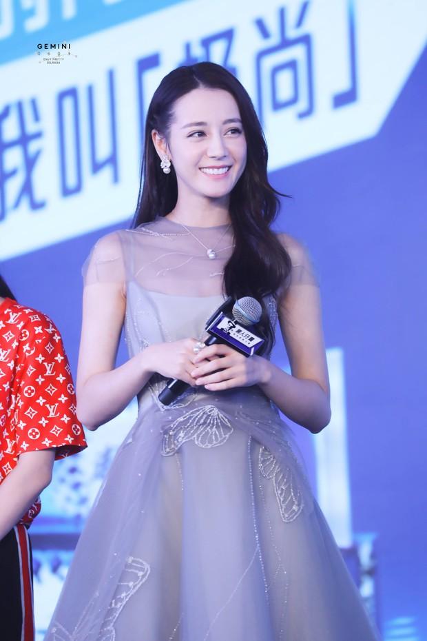 Chỉ một cái vuốt tóc, công chúa hoa tuyết Địch Lệ Nhiệt Ba chứng minh đẳng cấp nữ thần showbiz Hoa ngữ - Ảnh 8.