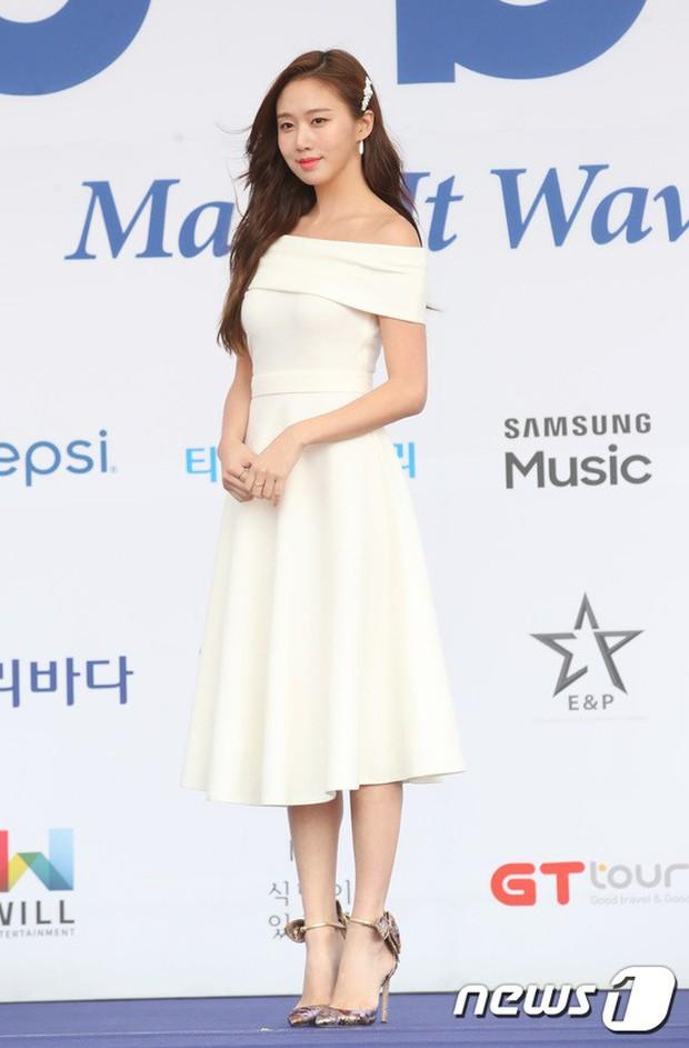 Thảm xanh khủng nhất hội tụ hơn 70 sao Hàn: Sao nhí lột xác khó tin, TWICE lòe loẹt đối đầu Red Velvet sexy - Ảnh 37.