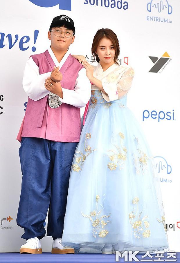 Thảm xanh khủng nhất hội tụ hơn 70 sao Hàn: Sao nhí lột xác khó tin, TWICE lòe loẹt đối đầu Red Velvet sexy - Ảnh 40.