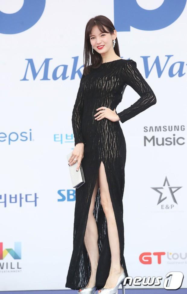 Thảm xanh khủng nhất hội tụ hơn 70 sao Hàn: Sao nhí lột xác khó tin, TWICE lòe loẹt đối đầu Red Velvet sexy - Ảnh 21.