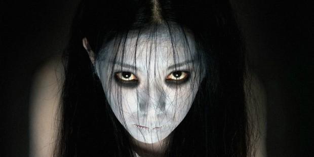 """Soi nhẹ gương mặt """"trang điểm lỗi"""" của 5 ác quỷ phim kinh dị: Sai là chị Valak! - Ảnh 2."""