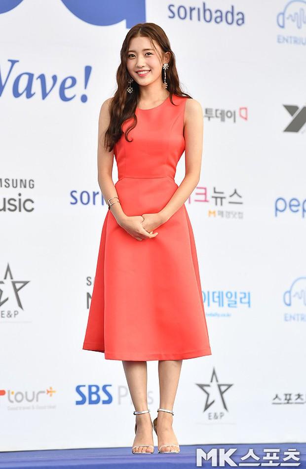 Thảm xanh khủng nhất hội tụ hơn 70 sao Hàn: Sao nhí lột xác khó tin, TWICE lòe loẹt đối đầu Red Velvet sexy - Ảnh 10.