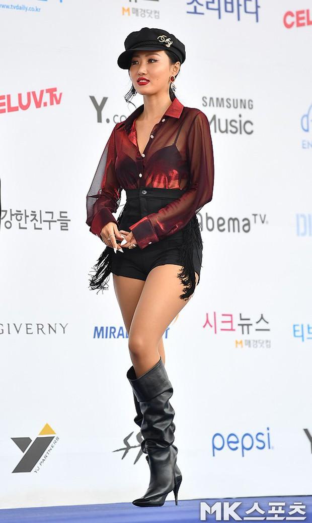 Thảm xanh khủng nhất hội tụ hơn 70 sao Hàn: Sao nhí lột xác khó tin, TWICE lòe loẹt đối đầu Red Velvet sexy - Ảnh 12.