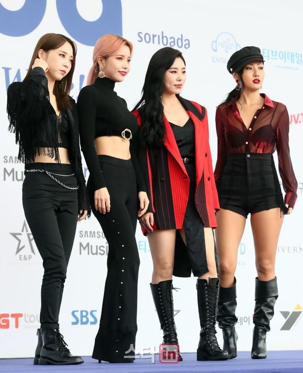 Thảm xanh khủng nhất hội tụ hơn 70 sao Hàn: Sao nhí lột xác khó tin, TWICE lòe loẹt đối đầu Red Velvet sexy - Ảnh 13.