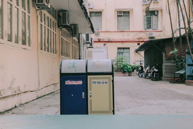 Ở Hà Nội có 1 ngôi trường mà đến cái thùng rác cũng là 1 góc sống ảo so deep - Ảnh 3.