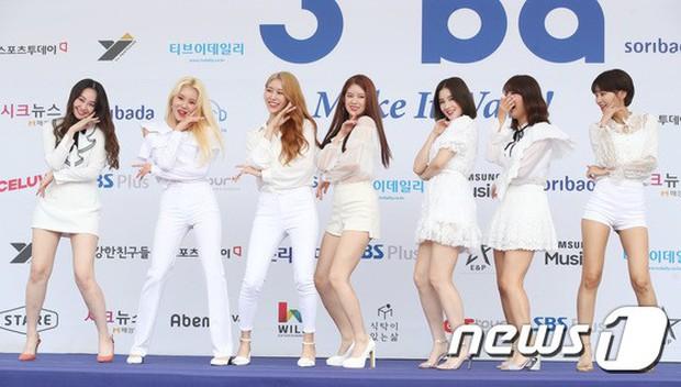 Thảm xanh khủng nhất hội tụ hơn 70 sao Hàn: Sao nhí lột xác khó tin, TWICE lòe loẹt đối đầu Red Velvet sexy - Ảnh 25.