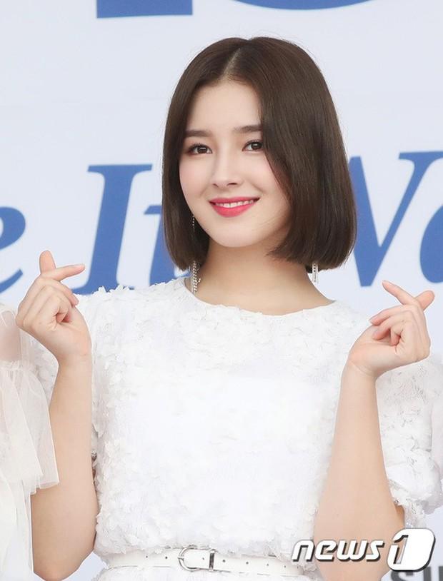 Thảm xanh khủng nhất hội tụ hơn 70 sao Hàn: Sao nhí lột xác khó tin, TWICE lòe loẹt đối đầu Red Velvet sexy - Ảnh 23.