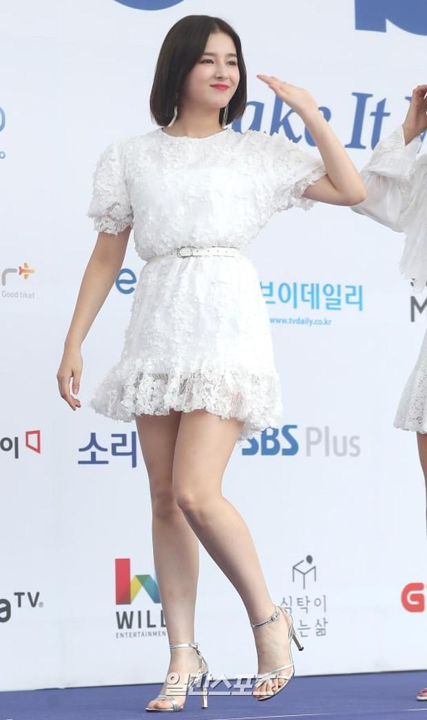 Thảm xanh khủng nhất hội tụ hơn 70 sao Hàn: Sao nhí lột xác khó tin, TWICE lòe loẹt đối đầu Red Velvet sexy - Ảnh 22.