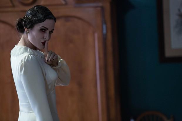 """Soi nhẹ gương mặt """"trang điểm lỗi"""" của 5 ác quỷ phim kinh dị: Sai là chị Valak! - Ảnh 9."""