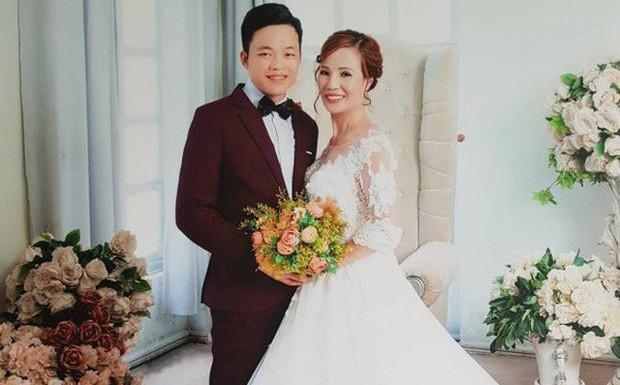 Cô dâu 61 tuổi xúc động khi mẹ chồng tặng bộ váy cưới truyền thống của dân tộc Dao - Ảnh 1.