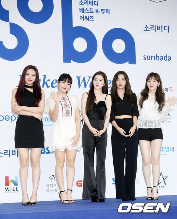 Thảm xanh khủng nhất hội tụ hơn 70 sao Hàn: Sao nhí lột xác khó tin, TWICE lòe loẹt đối đầu Red Velvet sexy - Ảnh 4.