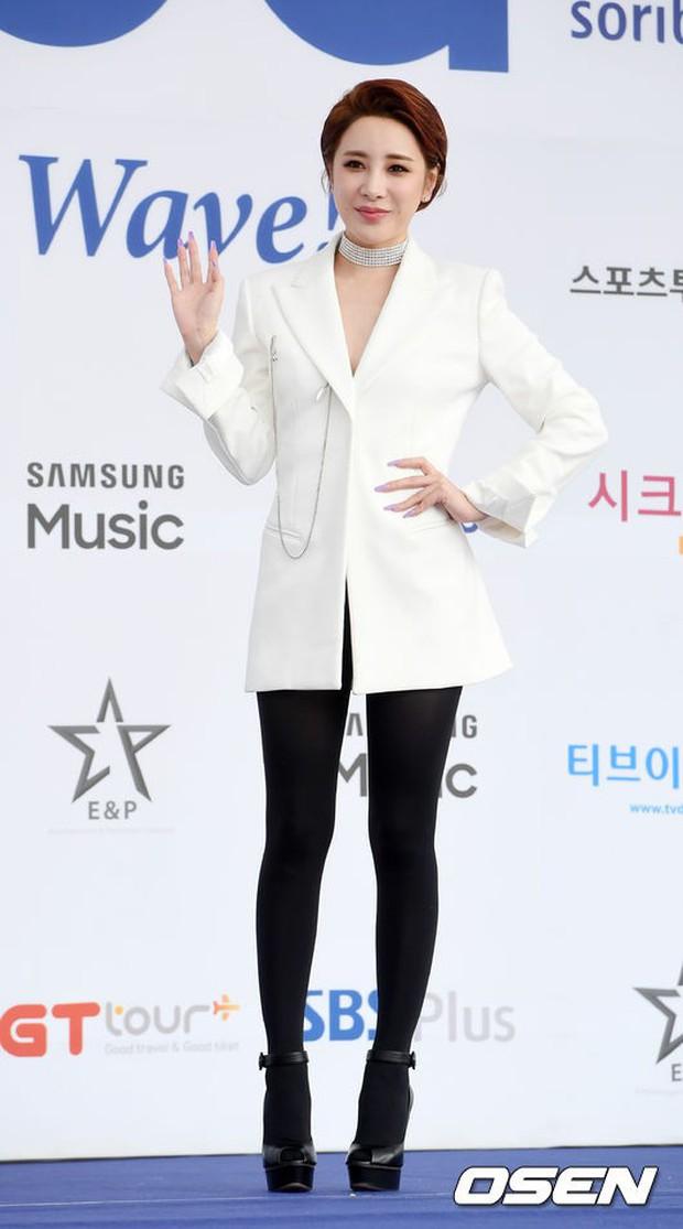 Thảm xanh khủng nhất hội tụ hơn 70 sao Hàn: Sao nhí lột xác khó tin, TWICE lòe loẹt đối đầu Red Velvet sexy - Ảnh 38.