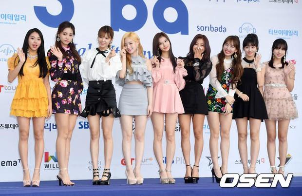 Thảm xanh khủng nhất hội tụ hơn 70 sao Hàn: Sao nhí lột xác khó tin, TWICE lòe loẹt đối đầu Red Velvet sexy - Ảnh 18.