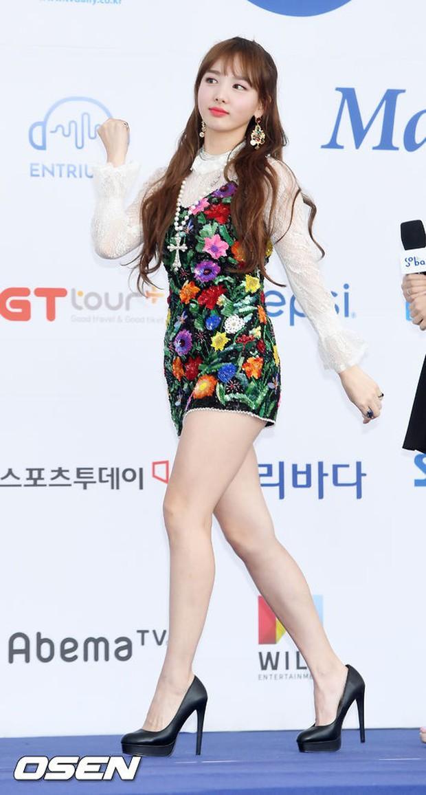 Thảm xanh khủng nhất hội tụ hơn 70 sao Hàn: Sao nhí lột xác khó tin, TWICE lòe loẹt đối đầu Red Velvet sexy - Ảnh 16.