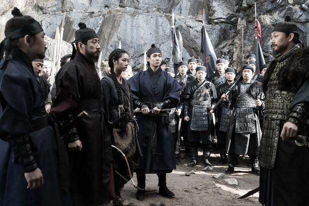 5 phim Hàn hot nhất phòng vé tháng 9: Chị đẹp Son Ye Jin đối đầu Jo In Sung, Hyun Bin - Ảnh 3.