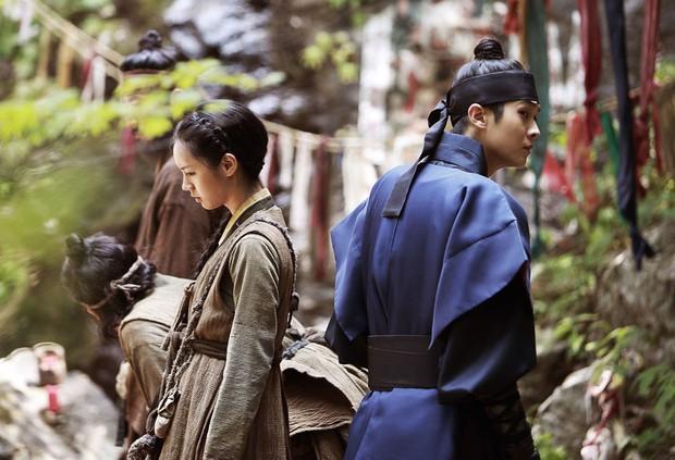 5 phim Hàn hot nhất phòng vé tháng 9: Chị đẹp Son Ye Jin đối đầu Jo In Sung, Hyun Bin - Ảnh 4.