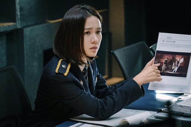 5 phim Hàn hot nhất phòng vé tháng 9: Chị đẹp Son Ye Jin đối đầu Jo In Sung, Hyun Bin - Ảnh 12.