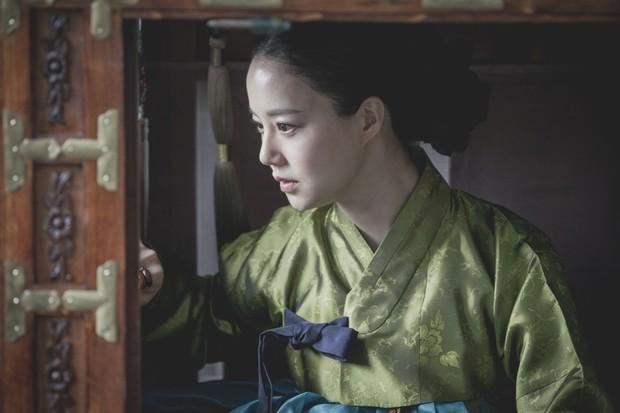 5 phim Hàn hot nhất phòng vé tháng 9: Chị đẹp Son Ye Jin đối đầu Jo In Sung, Hyun Bin - Ảnh 20.