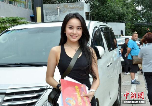 Không hổ danh là cái nôi của điện ảnh Trung Quốc, nhan sắc tân sinh viên Học viện Điện ảnh Bắc Kinh ai cũng vào hàng cực phẩm - Ảnh 1.