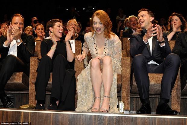 Thảm đỏ LHP Venice: Emma Stone diện váy xuyên thấu quyến rũ, xuất hiện cùng bạn trai Taylor Swift - Ảnh 9.