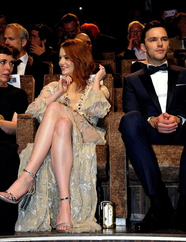 Thảm đỏ LHP Venice: Emma Stone diện váy xuyên thấu quyến rũ, xuất hiện cùng bạn trai Taylor Swift - Ảnh 11.