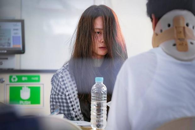 Xu hướng phim Hàn ngay lúc này: Chị đẹp nào cũng bị dìm thành bà thím xấu đến tả tơi - Ảnh 6.
