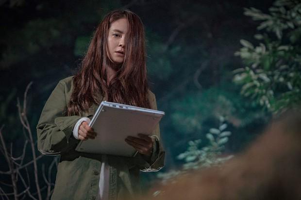 Xu hướng phim Hàn ngay lúc này: Chị đẹp nào cũng bị dìm thành bà thím xấu đến tả tơi - Ảnh 8.