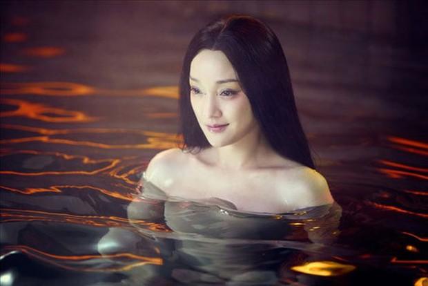 Loạt khoảnh khắc chứng tỏ khả năng diễn xuất vô địch của chị đại Châu Tấn - Ảnh 7.