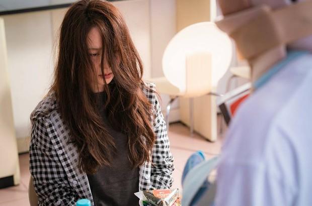 Xu hướng phim Hàn ngay lúc này: Chị đẹp nào cũng bị dìm thành bà thím xấu đến tả tơi - Ảnh 9.