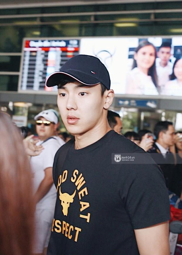 Nữ thần lai Nancy gây sốt vì quá đẹp, MOMOLAND và Monsta X khiến sân bay Tân Sơn Nhất vỡ trận - Ảnh 17.
