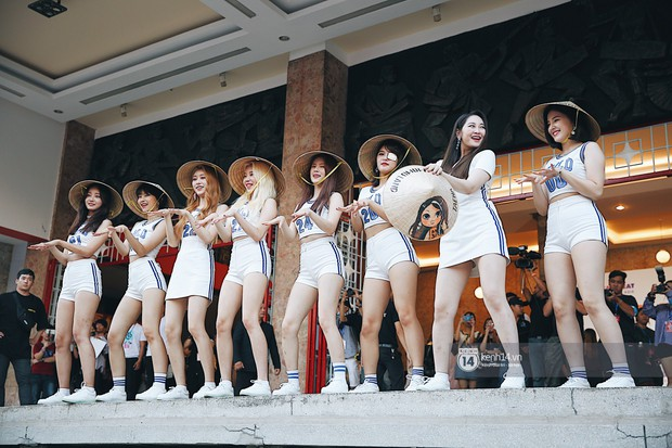 Mỹ nhân MOMOLAND đẹp vượt mặt nữ thần lai Nancy, Monsta X phanh ngực siêu hot tại fansign Việt Nam đầu tiên - Ảnh 36.