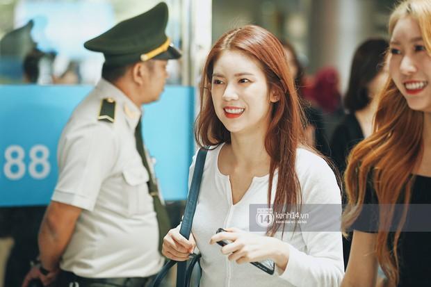 Nữ thần lai Nancy gây sốt vì quá đẹp, MOMOLAND và Monsta X khiến sân bay Tân Sơn Nhất vỡ trận - Ảnh 12.