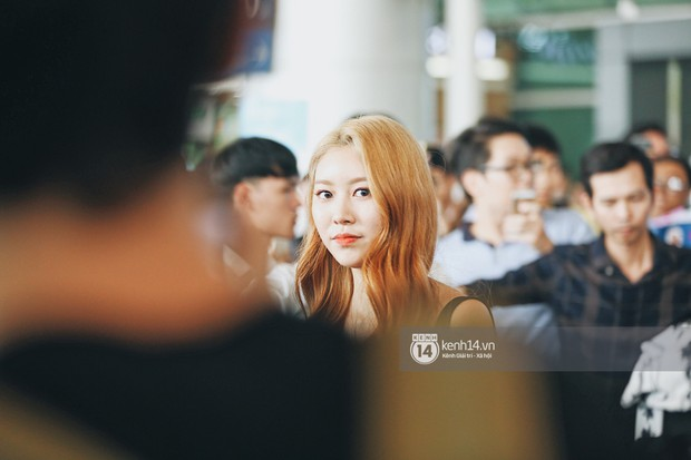 Nữ thần lai Nancy gây sốt vì quá đẹp, MOMOLAND và Monsta X khiến sân bay Tân Sơn Nhất vỡ trận - Ảnh 11.