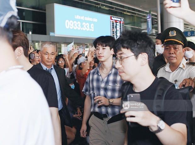 Nữ thần lai Nancy gây sốt vì quá đẹp, MOMOLAND và Monsta X khiến sân bay Tân Sơn Nhất vỡ trận - Ảnh 19.