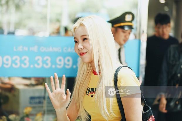 Nữ thần lai Nancy gây sốt vì quá đẹp, MOMOLAND và Monsta X khiến sân bay Tân Sơn Nhất vỡ trận - Ảnh 6.