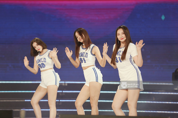 MOMOLAND quẩy hết cỡ với 2 hit trăm triệu view bên Monsta X, Thu Minh và Tóc Tiên đẳng cấp trong show Hàn-Việt - Ảnh 14.