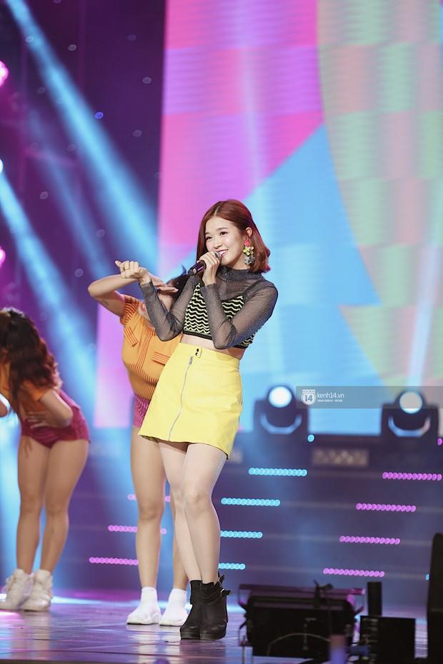 MOMOLAND quẩy hết cỡ với 2 hit trăm triệu view bên Monsta X, Thu Minh và Tóc Tiên đẳng cấp trong show Hàn-Việt - Ảnh 3.