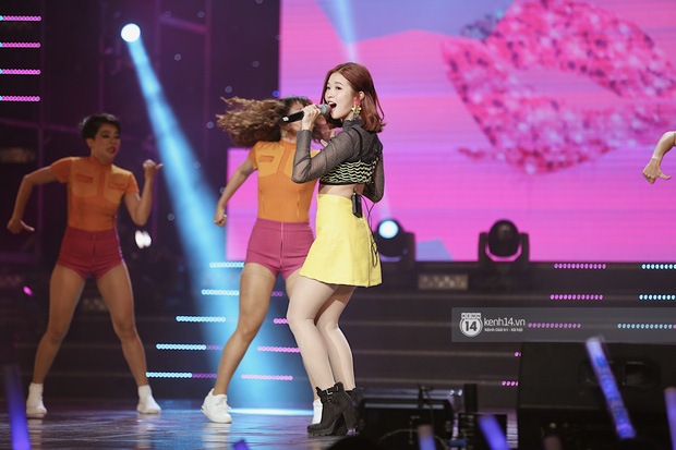 MOMOLAND quẩy hết cỡ với 2 hit trăm triệu view bên Monsta X, Thu Minh và Tóc Tiên đẳng cấp trong show Hàn-Việt - Ảnh 4.