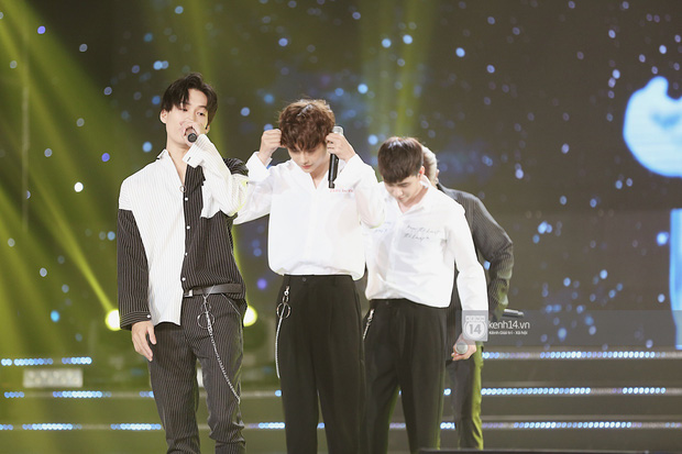 MOMOLAND quẩy hết cỡ với 2 hit trăm triệu view bên Monsta X, Thu Minh và Tóc Tiên đẳng cấp trong show Hàn-Việt - Ảnh 1.