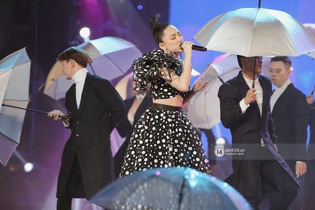 MOMOLAND quẩy hết cỡ với 2 hit trăm triệu view bên Monsta X, Thu Minh và Tóc Tiên đẳng cấp trong show Hàn-Việt - Ảnh 21.