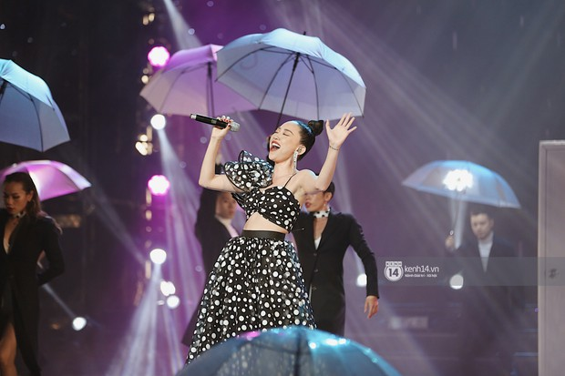 MOMOLAND quẩy hết cỡ với 2 hit trăm triệu view bên Monsta X, Thu Minh và Tóc Tiên đẳng cấp trong show Hàn-Việt - Ảnh 22.