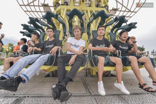 Here We Go: Jolie Nguyễn, Tôn Kinh Lâm, Alex Fox... cắn răng không la hét khi chơi trò cảm giác mạnh - Ảnh 3.