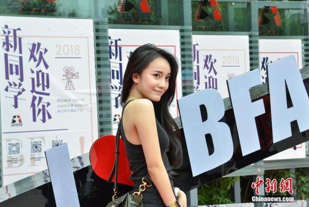 Không hổ danh là cái nôi của điện ảnh Trung Quốc, nhan sắc tân sinh viên Học viện Điện ảnh Bắc Kinh ai cũng vào hàng cực phẩm - Ảnh 4.
