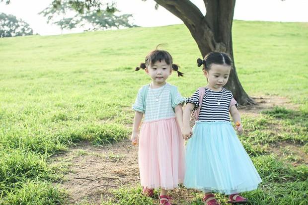 2 nhóc tỳ sinh đôi mới nổi đã xâm chiếm MXH Hàn Quốc vì dễ thương và sở hữu gu ăn mặc siêu chất - Ảnh 17.