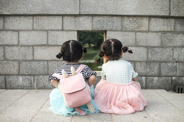 2 nhóc tỳ sinh đôi mới nổi đã xâm chiếm MXH Hàn Quốc vì dễ thương và sở hữu gu ăn mặc siêu chất - Ảnh 18.