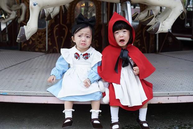 2 nhóc tỳ sinh đôi mới nổi đã xâm chiếm MXH Hàn Quốc vì dễ thương và sở hữu gu ăn mặc siêu chất - Ảnh 13.