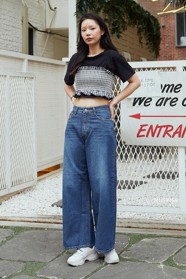 Bí kíp mặc đẹp của giới trẻ Hàn tuần qua gói gọn trong 2 thứ: quần cạp cao và sự đơn giản - Ảnh 3.