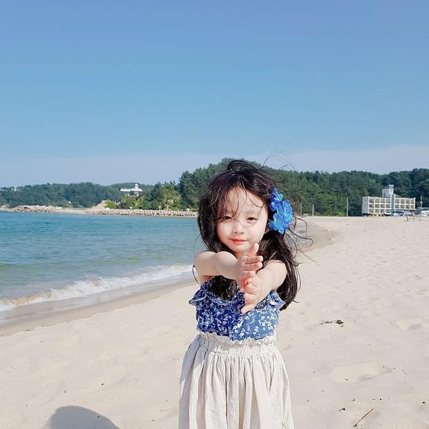 2 nhóc tỳ sinh đôi mới nổi đã xâm chiếm MXH Hàn Quốc vì dễ thương và sở hữu gu ăn mặc siêu chất - Ảnh 8.
