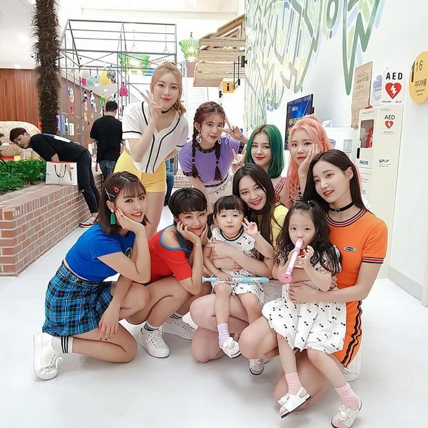 2 nhóc tỳ sinh đôi mới nổi đã xâm chiếm MXH Hàn Quốc vì dễ thương và sở hữu gu ăn mặc siêu chất - Ảnh 5.